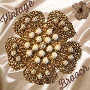 VINTAGE BROOCH...Simulated Pearls.